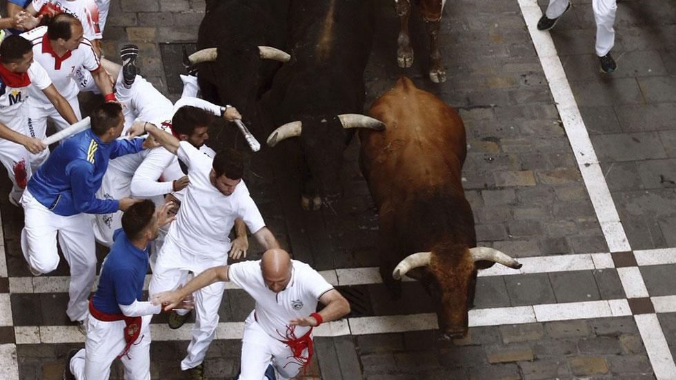 Quinto encierro de San Fermín 2016 muy rápido con los toros de Jandilla muy agrupados