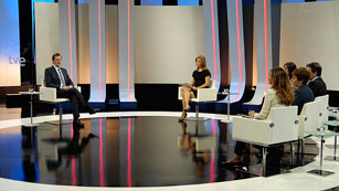 Rajoy responde a diversas cuestiones en su primera entrevista en televisión desde que es presidente