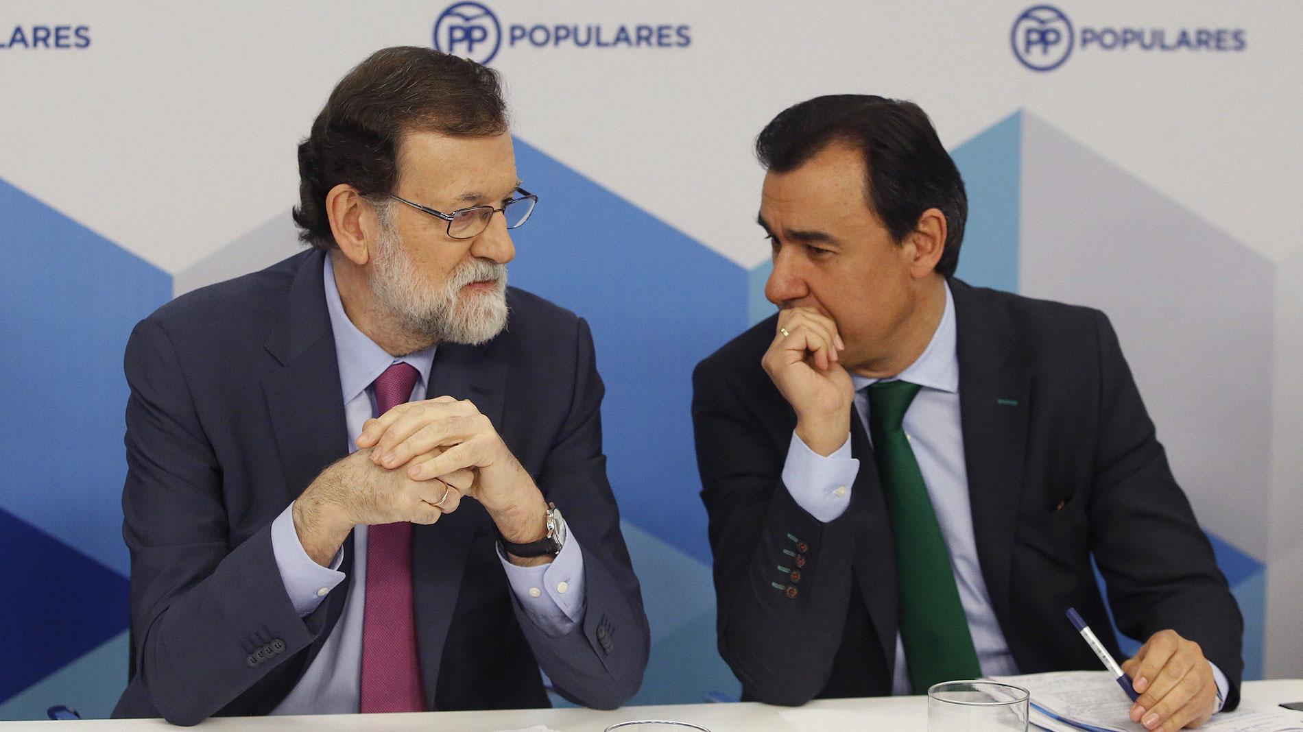 """Rajoy considera """"absurda"""" la investidura telemática de Puigdemont"""