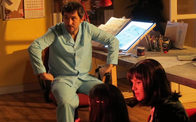 Raúl Arévalo y María Castro en el rodaje de 'Memorias de un hombre en pijama'