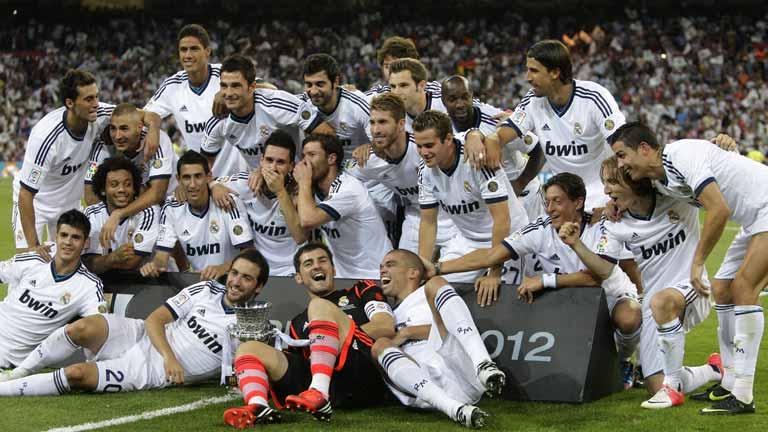 El Real Madrid celebra la Supercopa en el Bernabéu