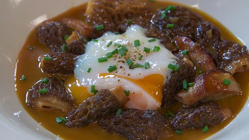 Torres en la cocina - Receta de colmenillas con foie y huevo