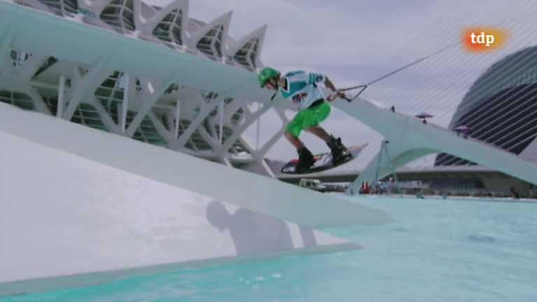 Esquí acuático - Red Bull. Art of wake