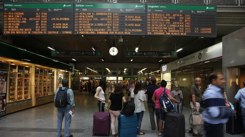 Renfe denuncia que no se cumplen los servicios mínimos de la huelga en Madrid y Valencia