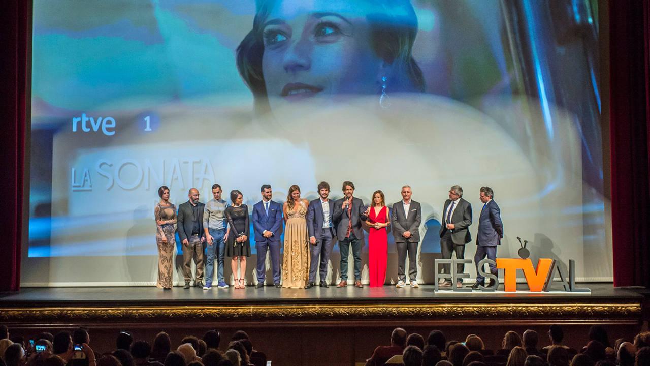 El reparto de La sonata del silencio presenta la serie en Vitoria