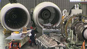 Los aviones comerciales son desmontados pieza por pieza cada diez años