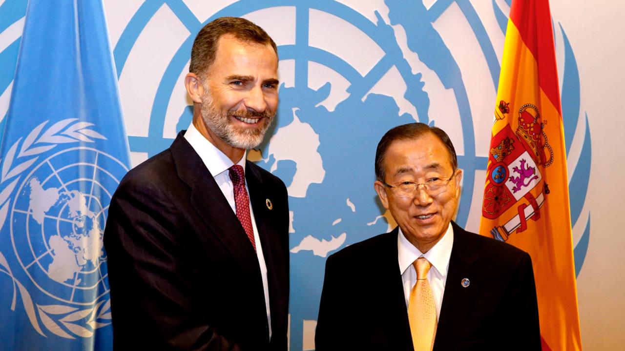 El rey Felipe VI junto al secretario general de la ONU, Ban Ki-moon este martes en Nueva York.