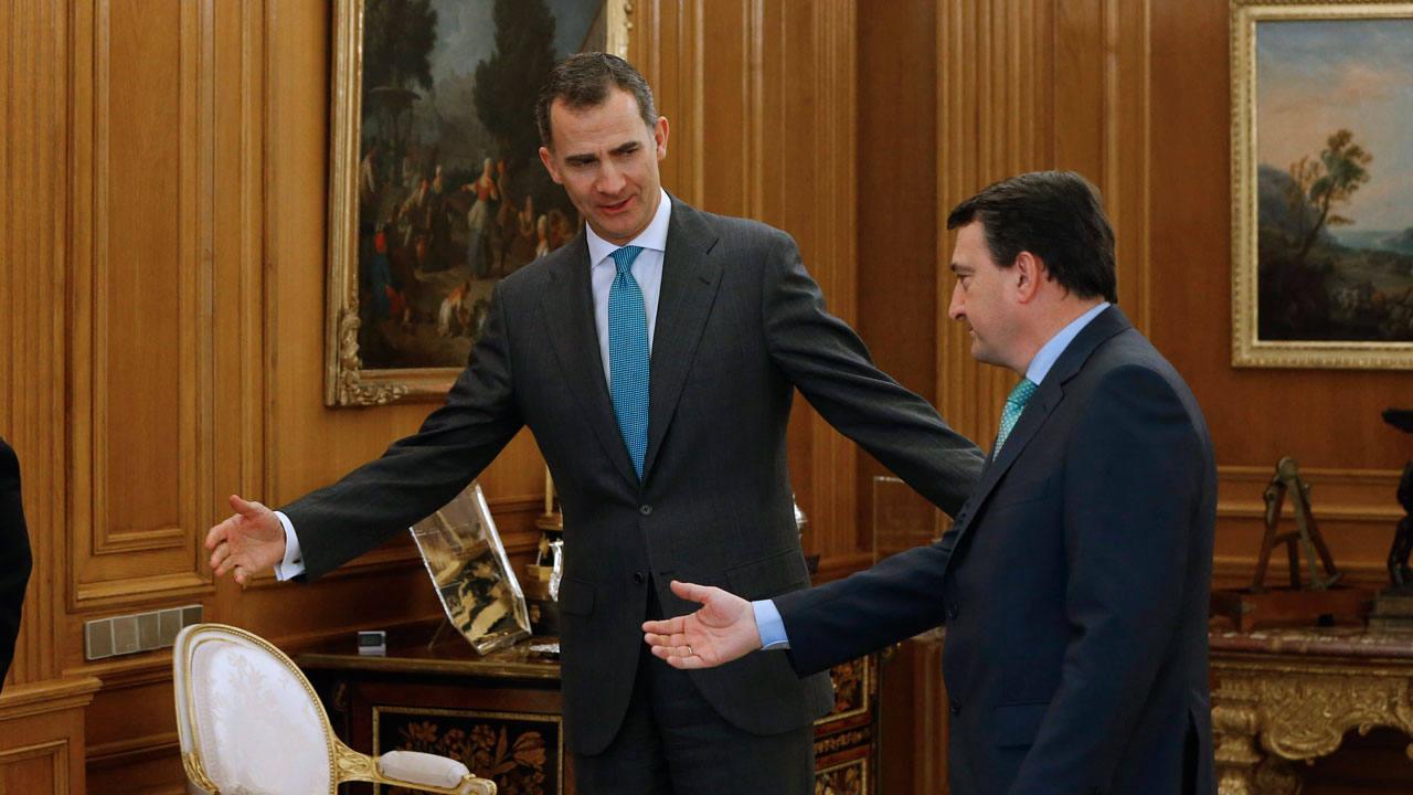 El rey Felipe VI recibe al portavoz del PNV en el Congreso, Aitor Esteban