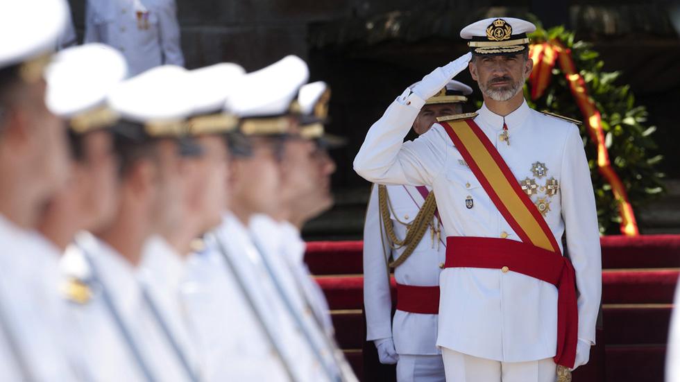 El rey preside el acto de entrega de Reales Despachos en la Escuela Naval Militar de Marín