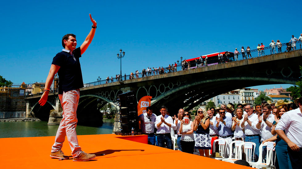 """Rivera arremete contra las """"subastas de promesas incumplidas"""" de otros partidos"""