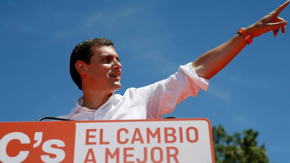Rivera reivindica al rey y a los expresidentes Suárez, González y Aznar