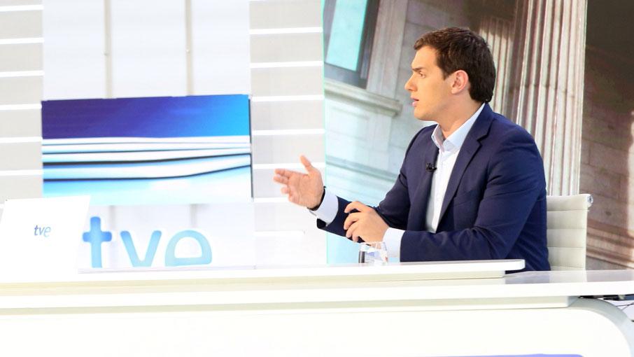 """Rivera sobre si apoyaría un gobierno con Rajoy: """"No voy a poner condiciones sobre las personas, sino sobre los contenidos"""""""