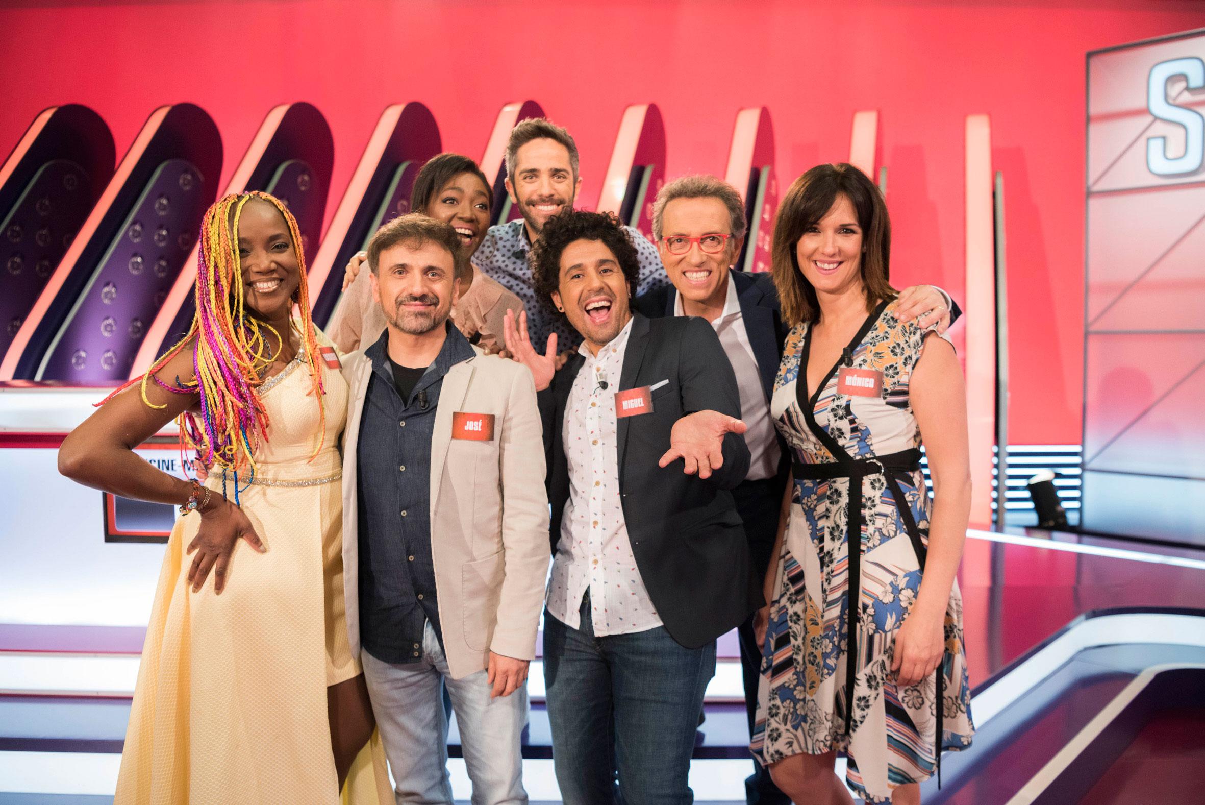 Roberto Leal, Mònica López, Francine Gálvez, Miguelillo, Lucrecia y José Mota, en el programa 5000 de Saber y ganar
