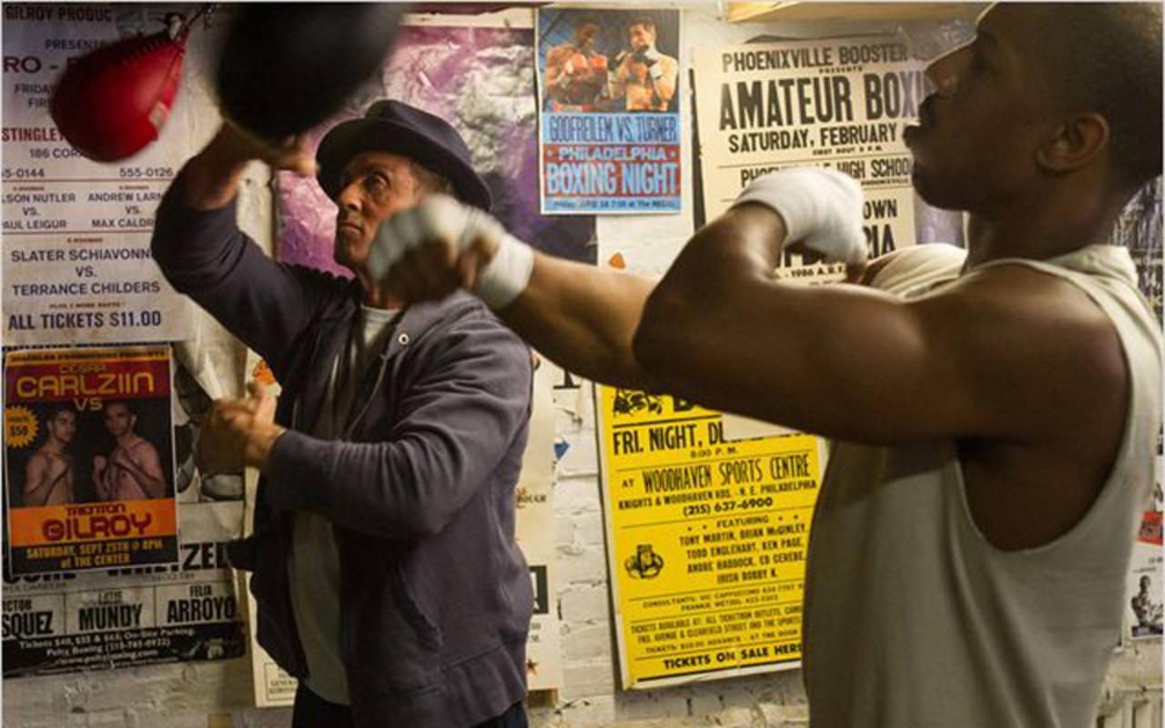 Rocky y Adonis (Silvester Stallone y Michael B. Jordan), entrenando