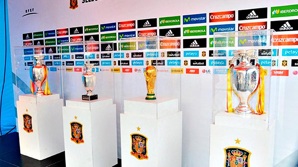 La Roja luce sus trofeos en Getafe antes de zarpar hacia Francia