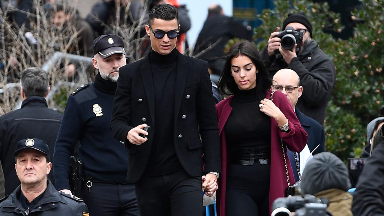 Ronaldo, condenado en conformidad; suspendido el juicio a Xabi Alonso por fraude