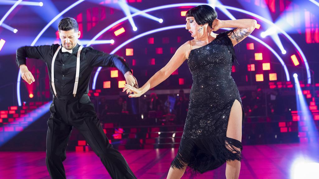 """Bailando con las estrellas - Rossy de Palma y Santiago bailan """"Escuela de calor"""""""