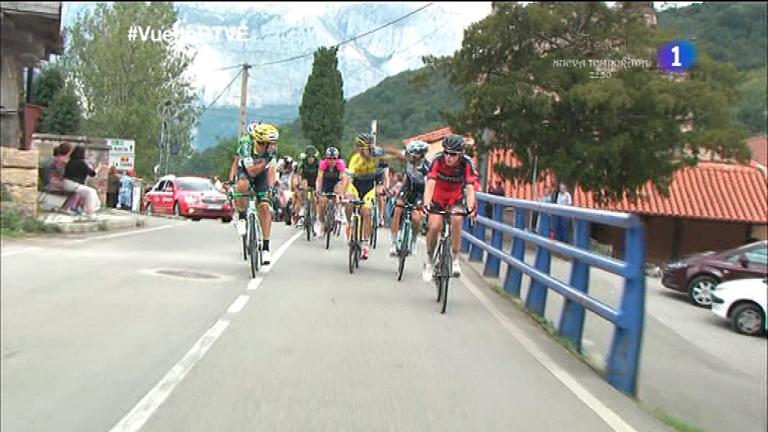 Rovny y Brambilla se pelean sobre la bicicleta en la Vuelta a España 2014