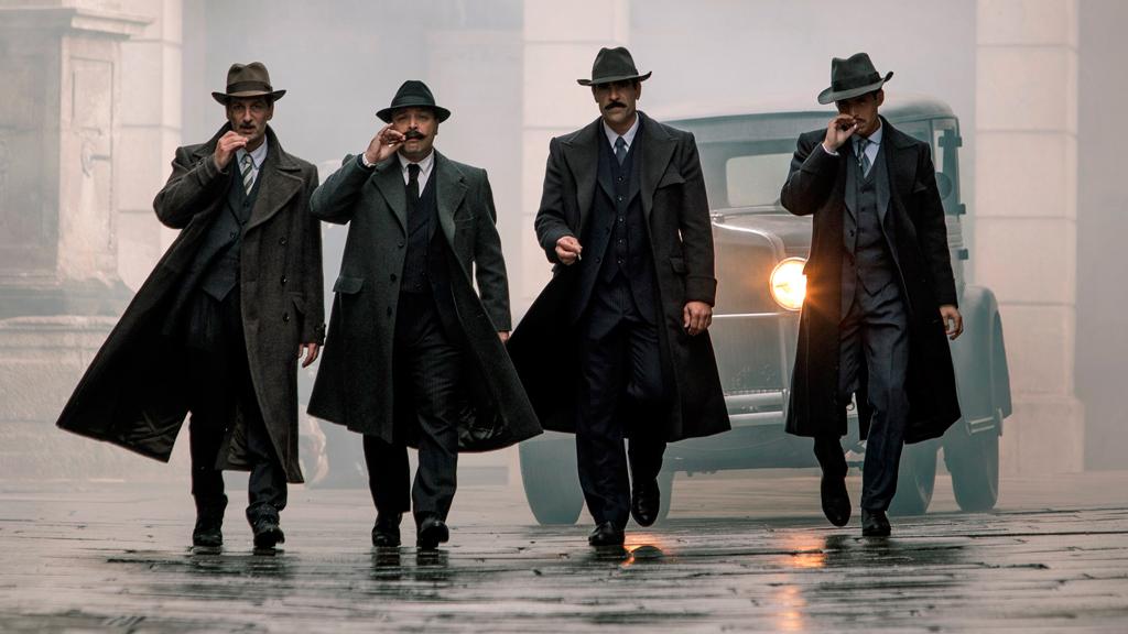 RTVE.es entrevista al director y los protagonistas de 'La sombra de la ley'
