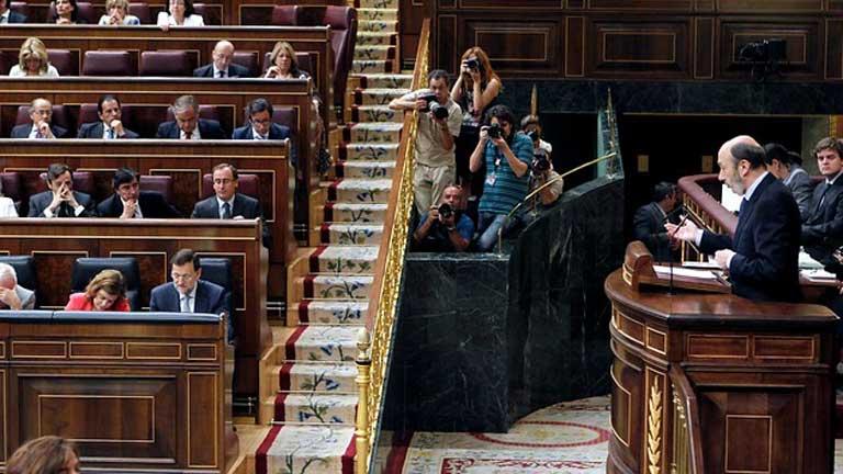 Rubalcaba propone al Gobierno un gran pacto de estado y critica los recortes anunciados