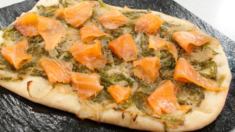 Coca de pimientos y salm n ahumado for Cocinar salmon