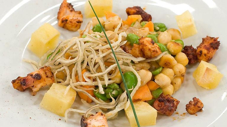 Garbanzos salteados con verduras y pulpo for Cocinar pulpo