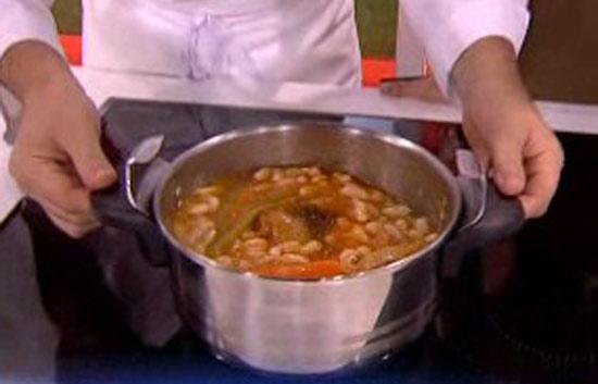 saber cocinar jud as blancas con codillo y patatas
