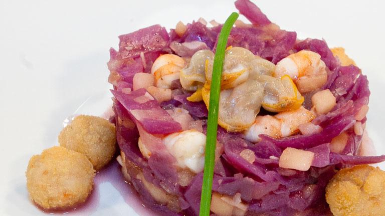 c mo preparar lombarda con marisco y frutos secos