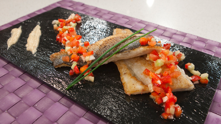 C mo preparar lubina a la plancha con verduras vinagreta for Como cocinar salmon plancha