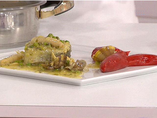 Saber comer merluza en salsa de almejas y pimientos rellenos 30 06 10 - Cocinar merluza en salsa ...