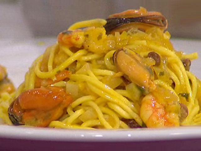 Saber cocinar pasta con langostinos y mejillones - 100 maneras de cocinar pasta ...