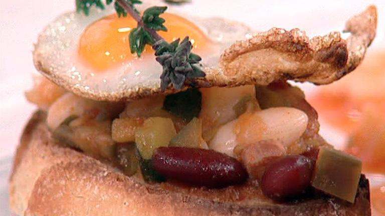 Pisto con jud as blancas y huevos de codorniz 06 03 2012 for Cocinar judias blancas de bote