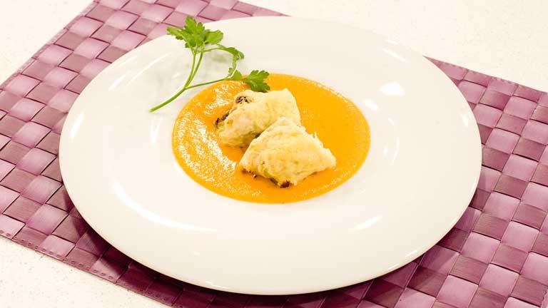 C mo preparar rollitos de col con pollo y salsa zanahoria for Cocinar zanahorias