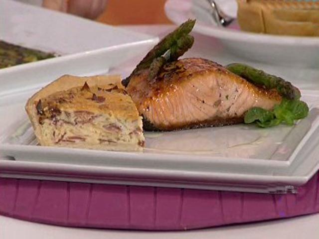 Salm n a la plancha con tarta de cebolla for Como cocinar salmon plancha