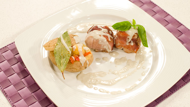 Receta de solomillitos al cabrales for Cocinar patatas rellenas