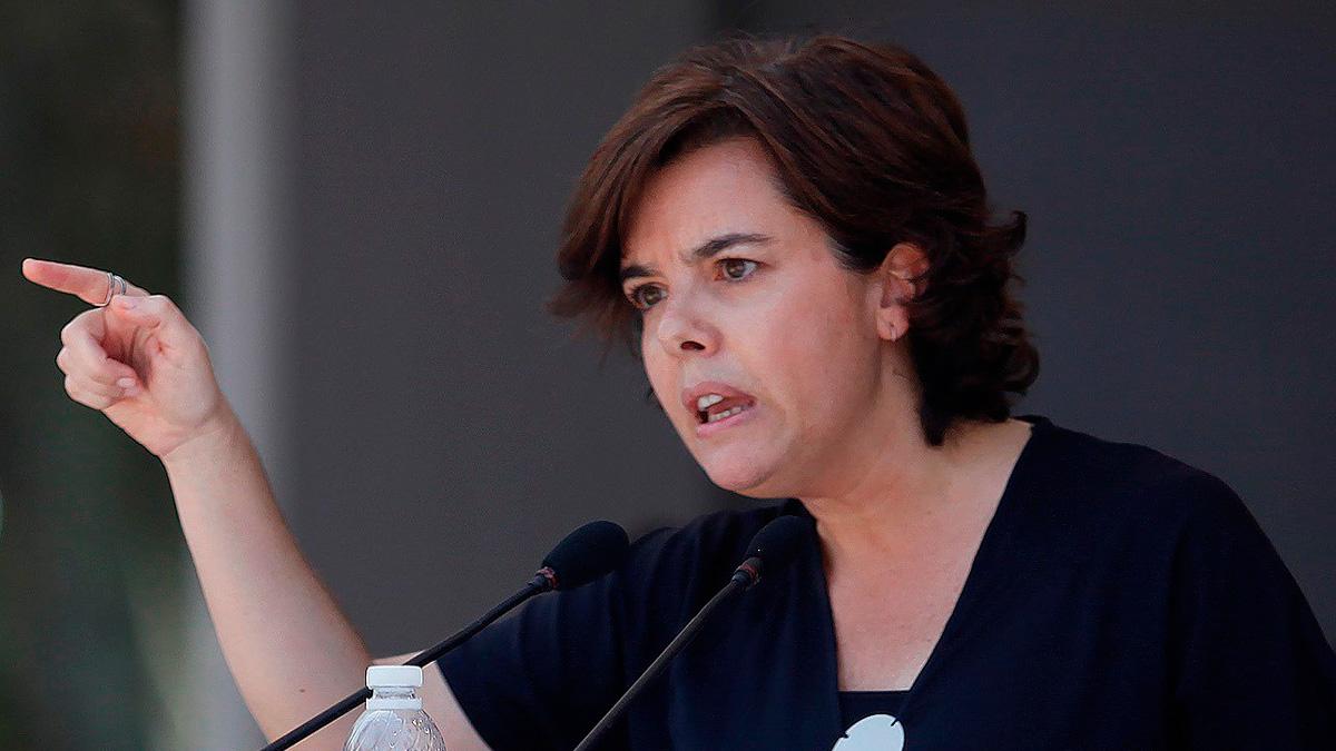 Sáenz de Santamaría asegura que su único adversario es el gobierno de Pedro Sánchez