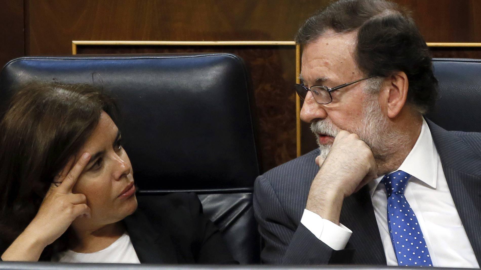 """Sáenz de Santamaría cree que Puigdemont sólo será investido """"con una flagrante vulneración de la ley"""""""