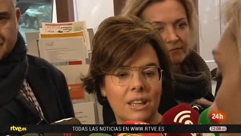 """Sáenz de Santamaría pide a Puigdemont que """"deje de dar espectáculos"""""""