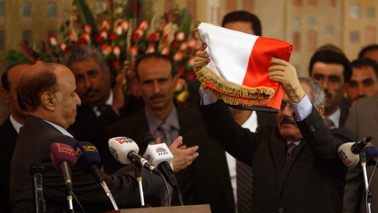 Saleh traspasa el poder oficialmente al nuevo presidente yemení