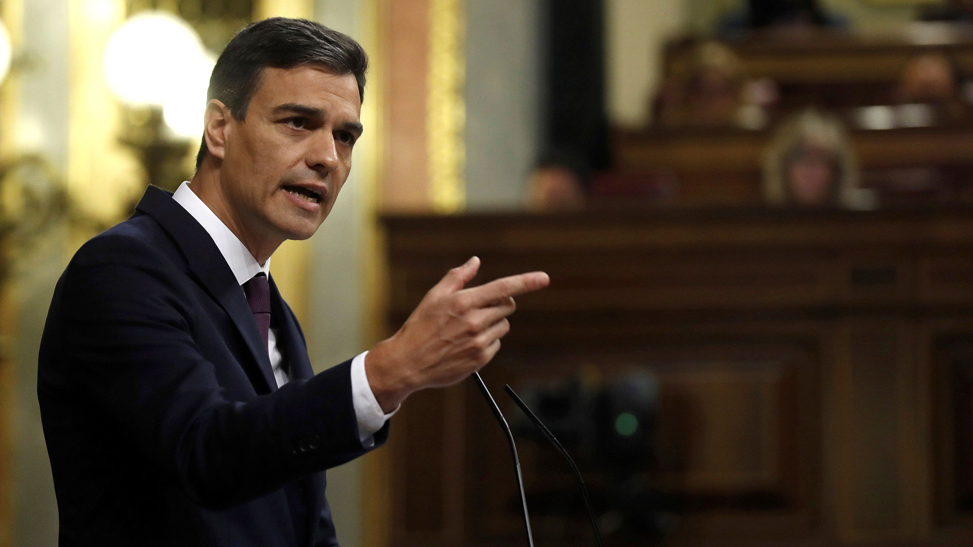 "Sánchez ofrece ""diálogo"" para ""reconducir la grave crisis institucional"" en Cataluña"