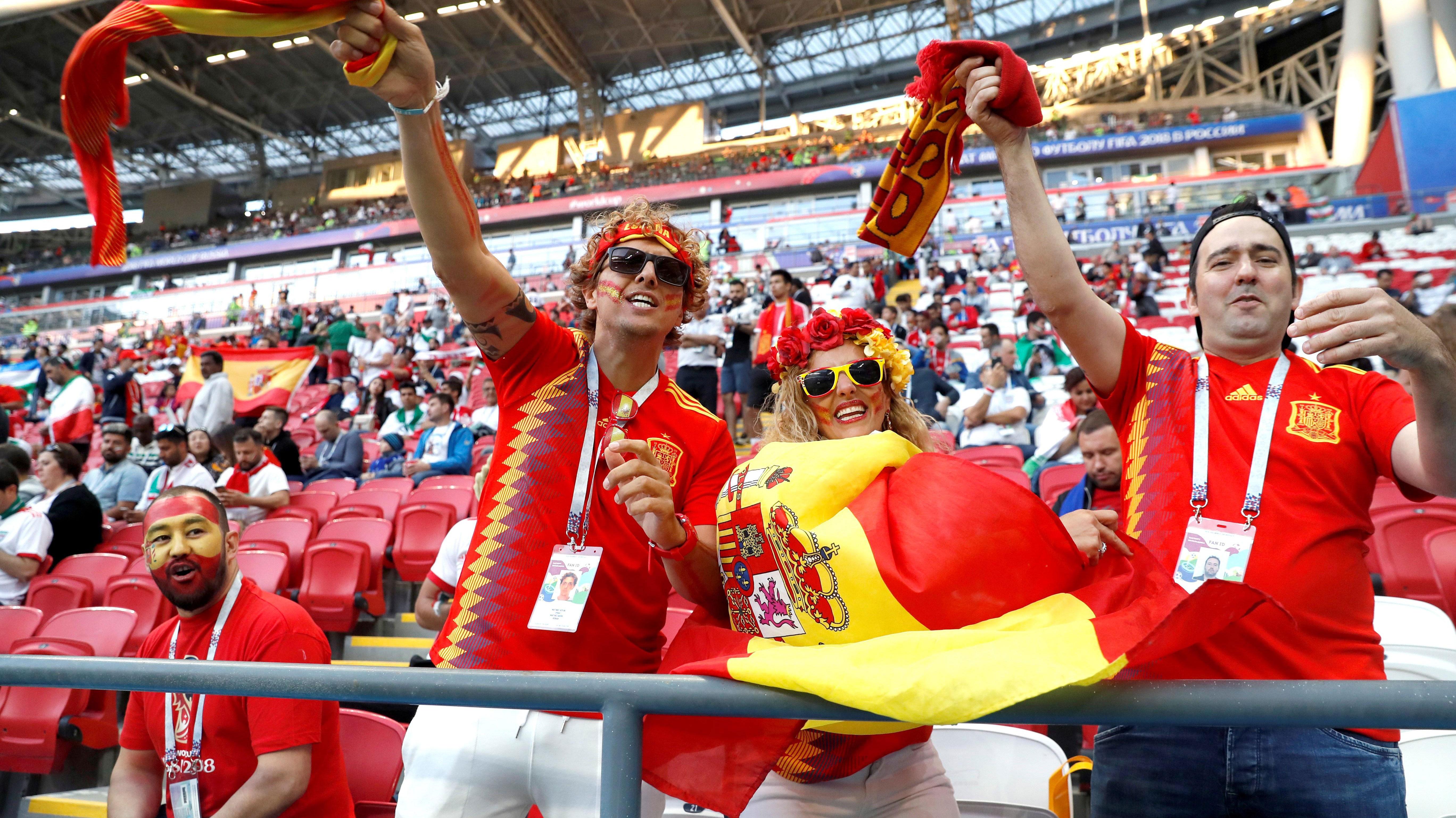 Satisfacción de los aficionados españoles y las mujeres iraníes tras el Irán-España