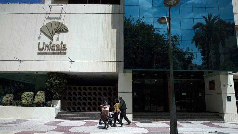 Unicaja anuncia su salida a bolsa for Unicaja oficinas malaga