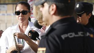 La segunda jornada del juicio a Isabel Pantoja empieza con menos expectación