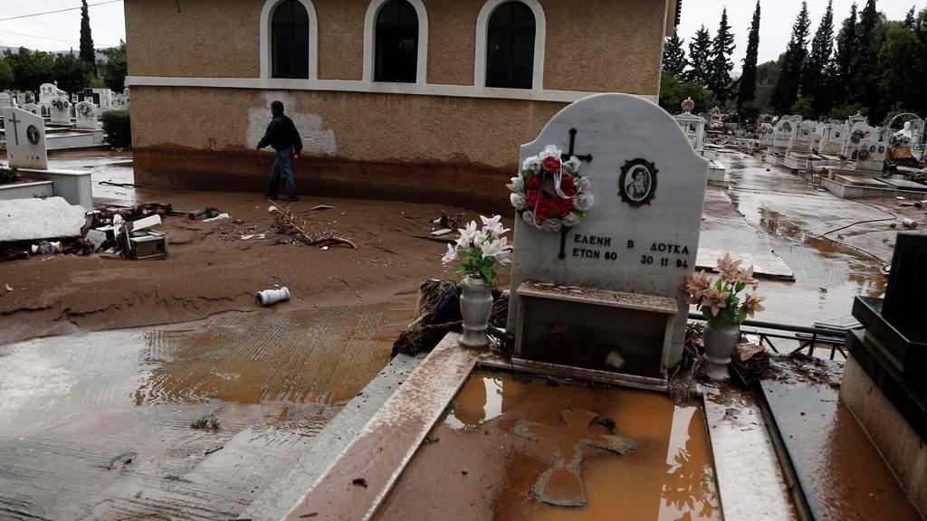 Seis desaparecidos en Grecia por las inundaciones, que dejan 15 víctimas mortales