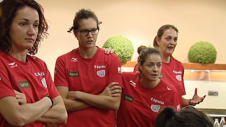 La selección femenina de basket vibra con la Roja