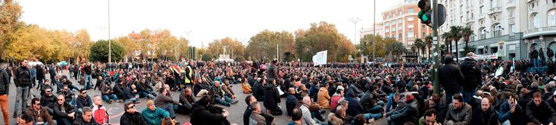 Sentada de los taxistas en la Plaza de Neptuno de Madrid para protestar contra las licencias VTC