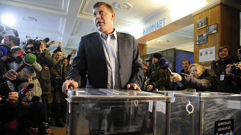 Los separatistas prorrusos de Ucrania eligen a sus líderes y parlamentos