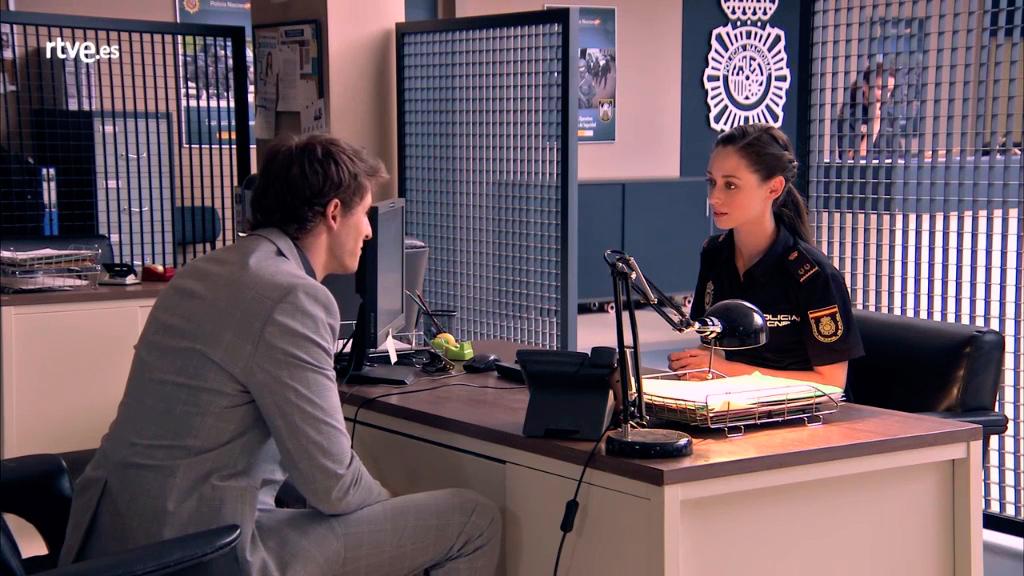 Servir y proteger - Sergio y Elena quedan para cenar