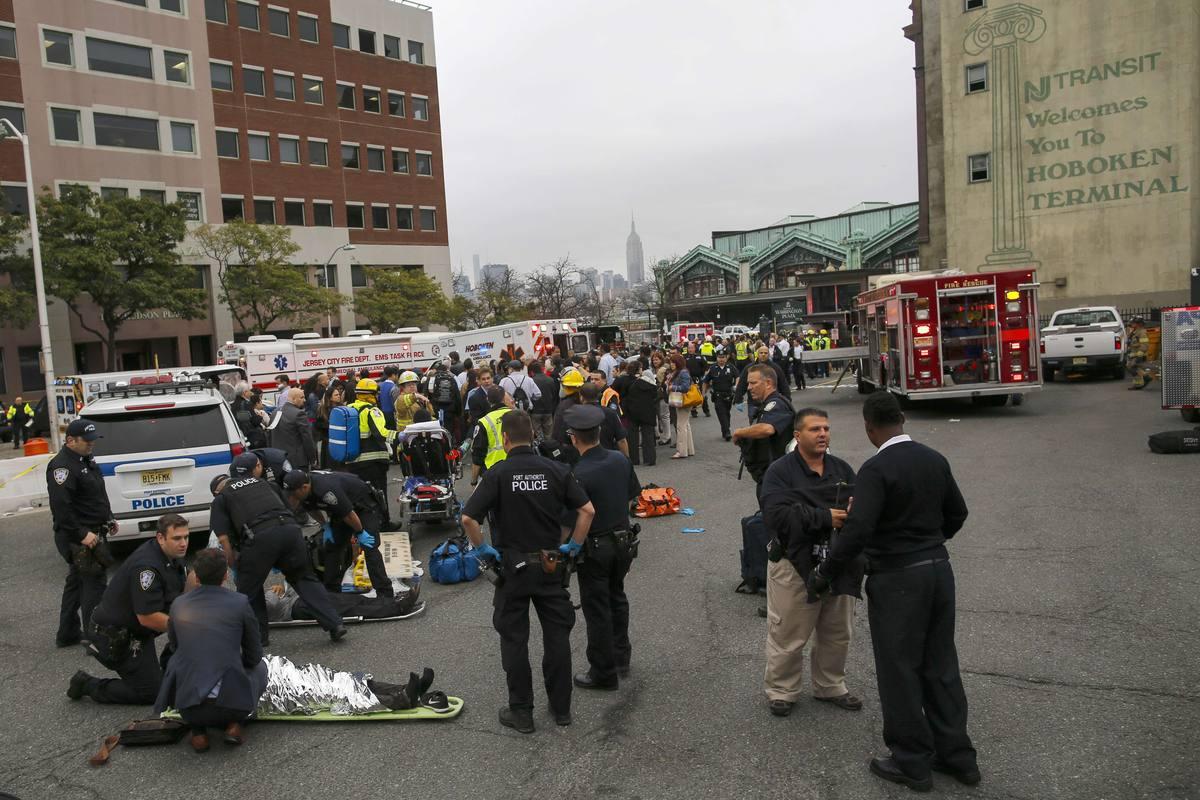 Al menos un muerto y decenas de heridos en un accidente de tren en ...