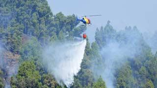 Los servicios de extinción esperan tener estabilizado en las próximas horas el incendio de La Palma